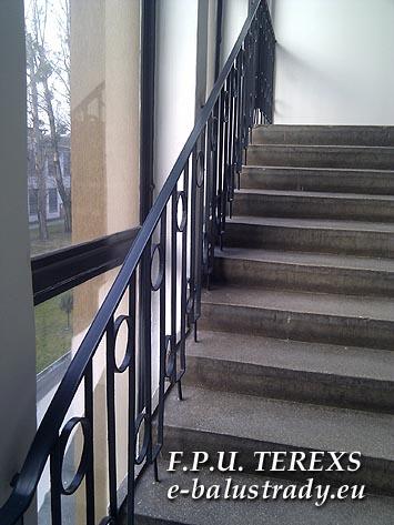 Tanie balustrady malowane proszkowo. Pochwyty z ok�adziny PVC